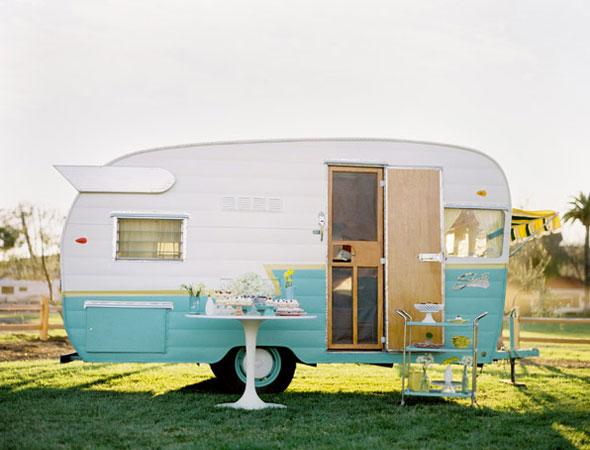 per dire... questa roulotte fotografata da Jose Villa è una locationmeravigliosa con un piccolissimo cartellino del prezzo
