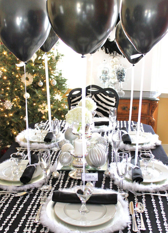 xmas table black and white