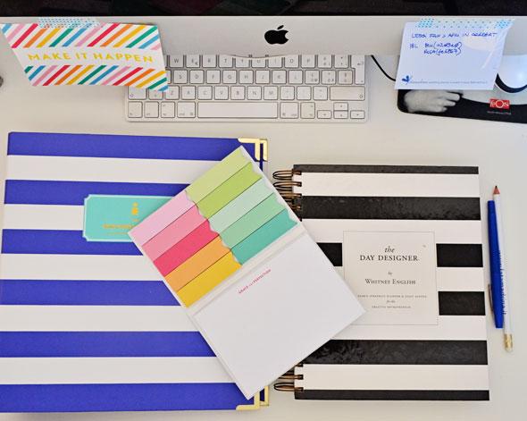 scrivania organizzata