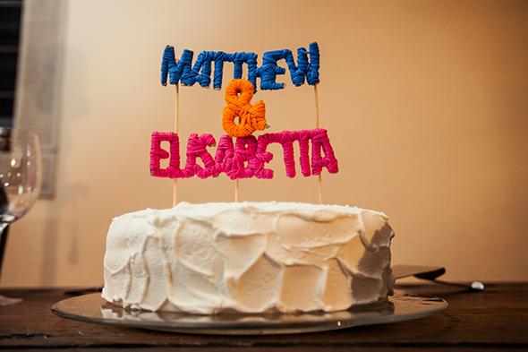 DIY yarn cake topper by fatamadrina for M+E ph. Luca Tassotto