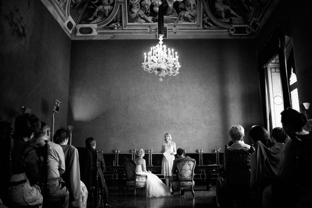 wedding ceremony paperwork in Siena ph. Daniele Vertelli