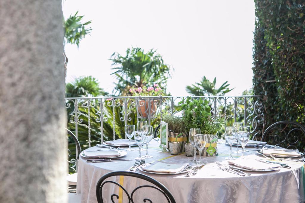 matrimonio D+M tavolo a Villa Cipressi fatamadrina ph. Valeria Beltrami