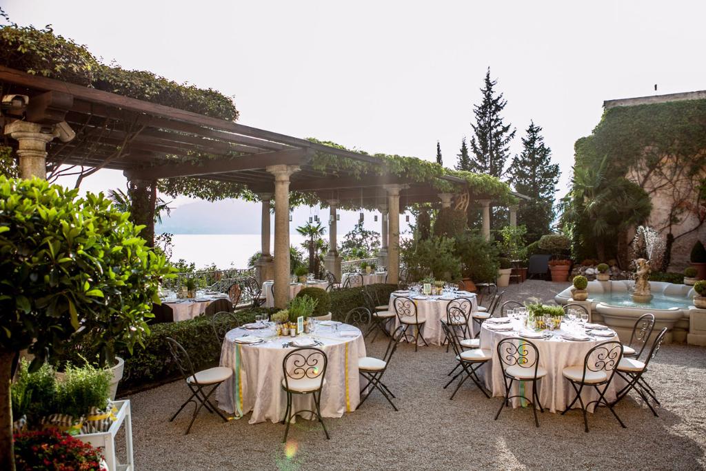 matrimonio D+M tavoli a Villa Cipressi sul Lago di Como con fatamadrina ph. Valeria Beltrami